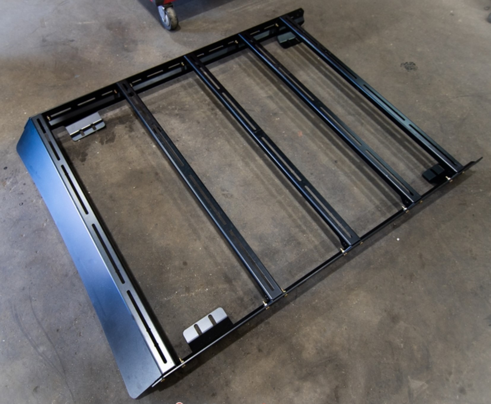 roof racks base kit comes with 2 roof rails, 6 cross bars and front fairing.